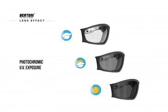 Bertoni Occhiali Moto Fotocromatici - Maschera Moto Fotocromatica Antiappannante - Antivento e Antisudore - Elastico Regolabile per Casco - F120A Italy